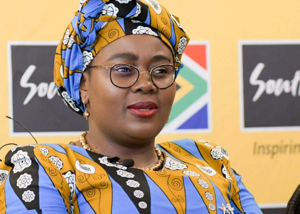 Tourism Minister takes domestic travel campaign to Mpumalanga.